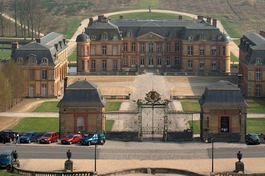 Chateau de dampierre en yvelines ouvert au public for Chateau yvelines